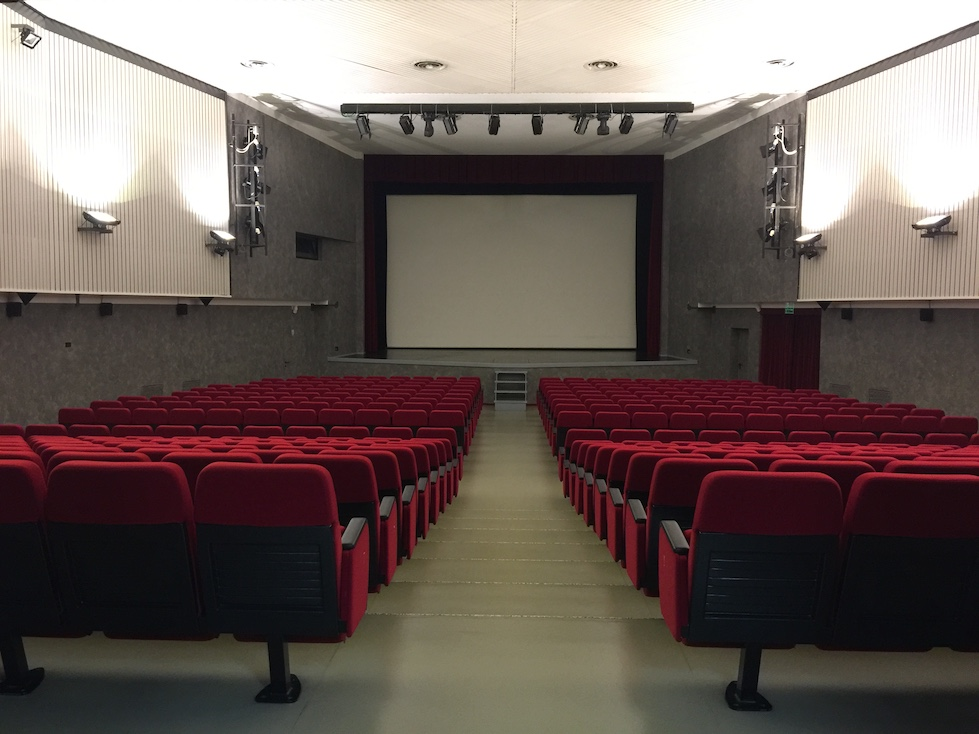 Cinema Magenta 116